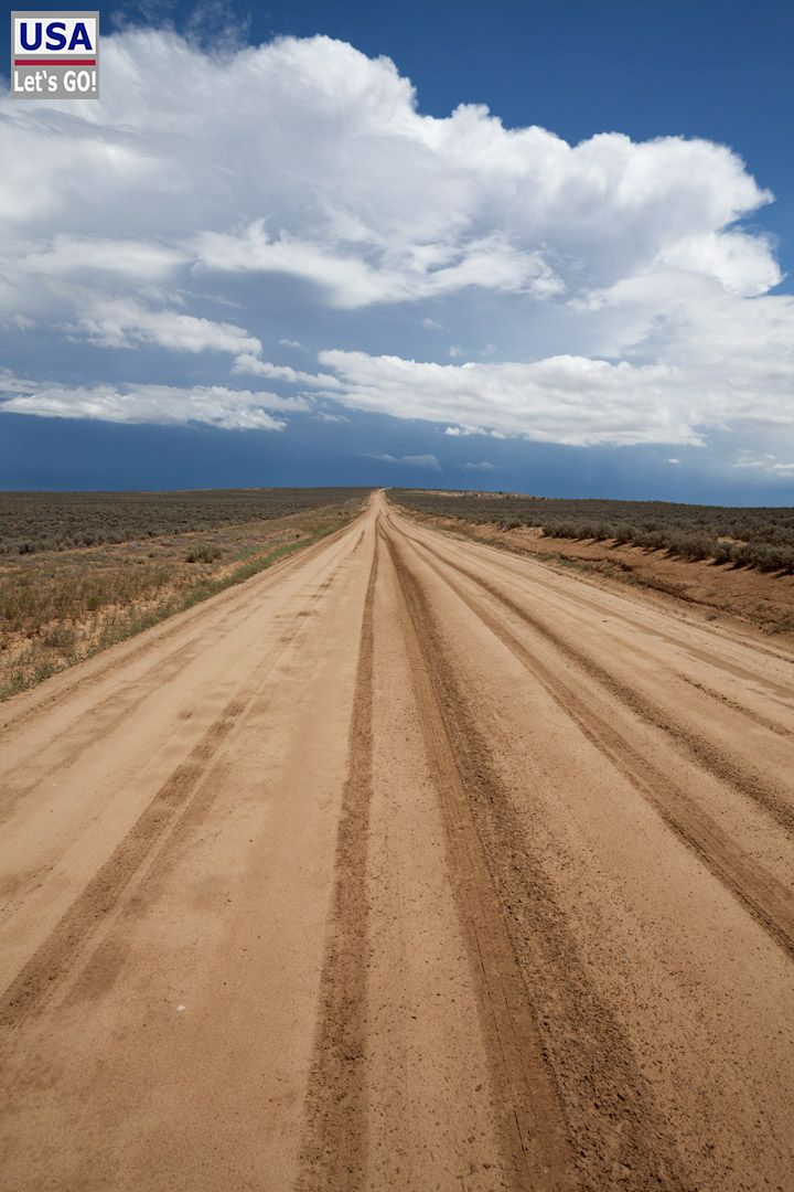 Dirt road to Chaco